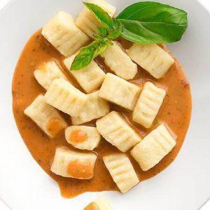 Bezglutenowe i wegańskie gnocchi z sosem pomidorowym