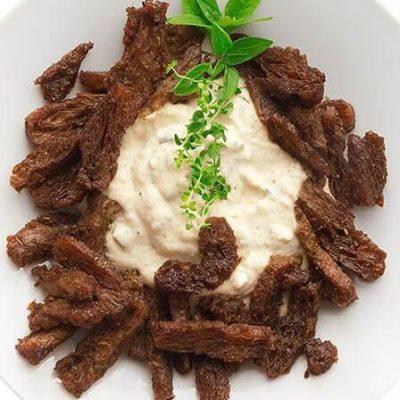 Bezglutenowy i wegański nie - gyros z sosem nie - tzatziki