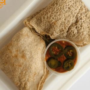 Bezglutenowe i wegańskie naleśniki po meksykańsku z sosem jalapeño