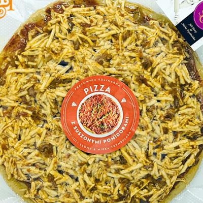 Bezglutenowa i wegańska pizza z suszonymi pomidorami